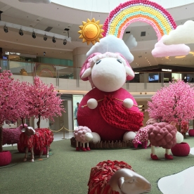 Giant Mall decorations for ...